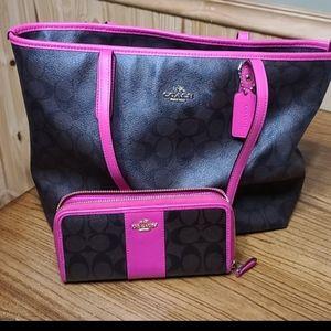 Medium coach tote with wallet